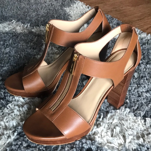 4203491f08b3 Michael Kors heels PERFECT for spring🌸. M 5ba95a50194dad6140f999da